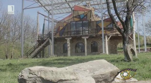 Единствената обитаема скулптура в България