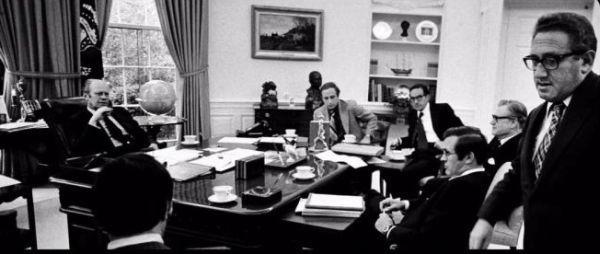 снимка 3 Дясната ръка на президента