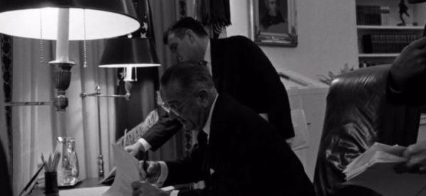 снимка 2 Дясната ръка на президента