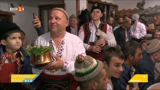 Калофер се готви за мъжкото хоро на Йордановден