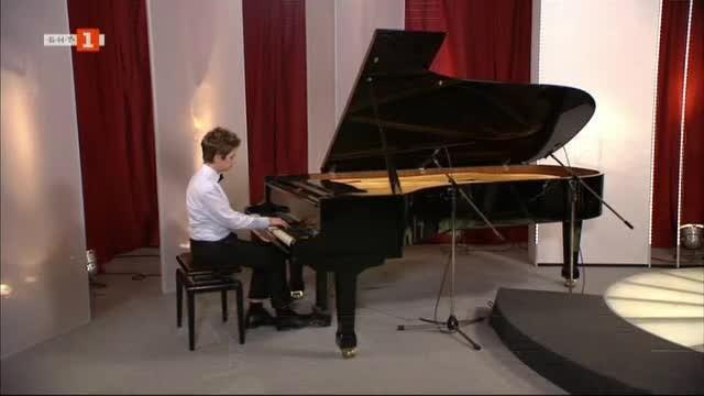 Ивайло Василев - магьосникът на пианото