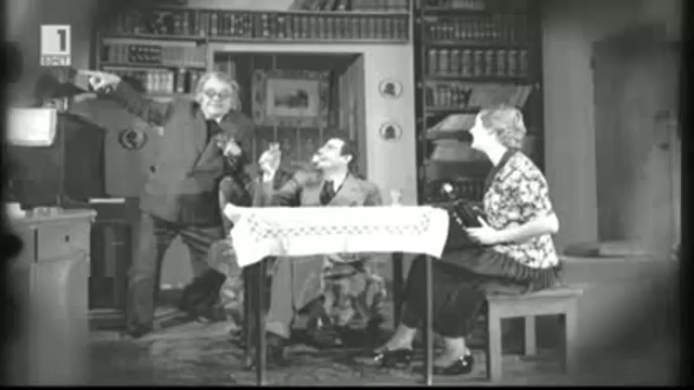 Кръстьо Сарафов пред театралната маска и зад нея