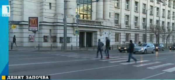 Трябва ли да е безрезервно правото на пешеходеца да пресича на пешеходна пътека?