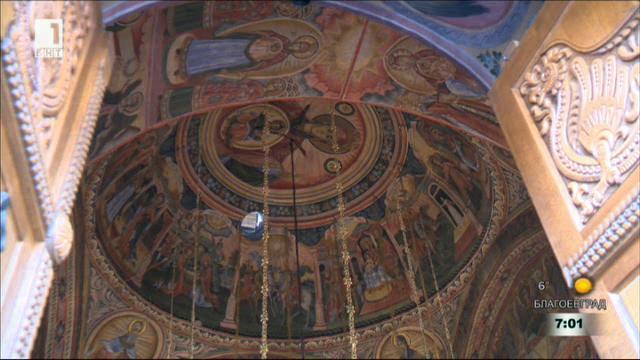 На Разпети петък в Троянския манастир