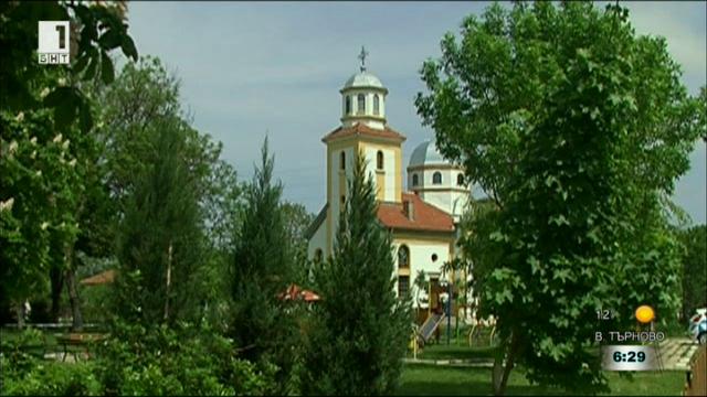 """Ремонтираха с дарения църквата """"Свети Архангел Михаил"""" в село Сандрово"""