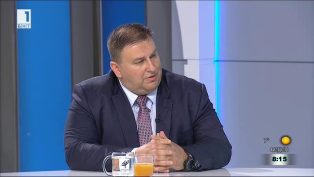 Емил Радев: Нормално е България да има претенции какви хора приема