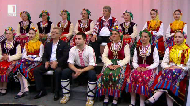 """Ансамбълът за народни песни и танци """"Силистра"""""""