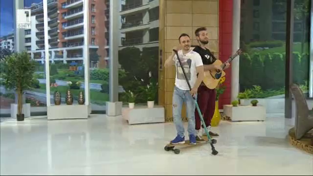 ОТБЛИЗО певецът Ангел Ковачев