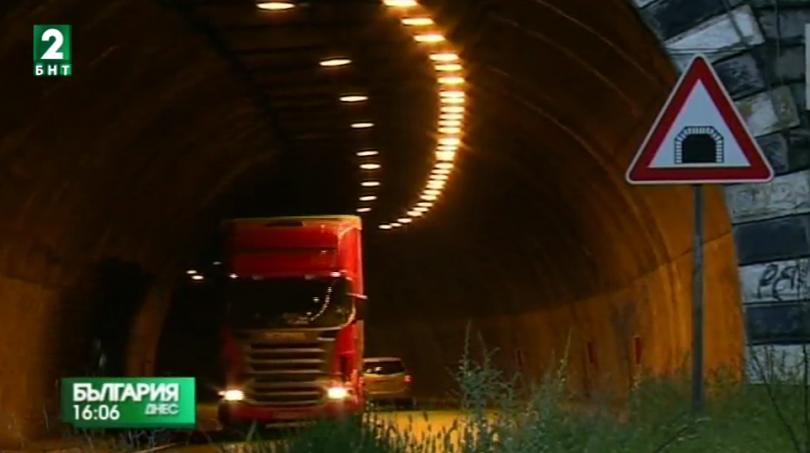 Ограничаване движението на тежкотоварни автомобили по магистралите през лятото