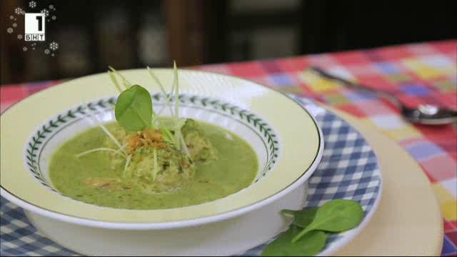 Зелена супа с крема сирене и кнедли