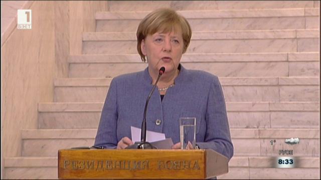 Посланията на Ангела Меркел. Коментарът на анализаторите