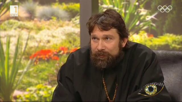Отец Николай Петков - пътешественикът с над 2 милион километра на... автостоп