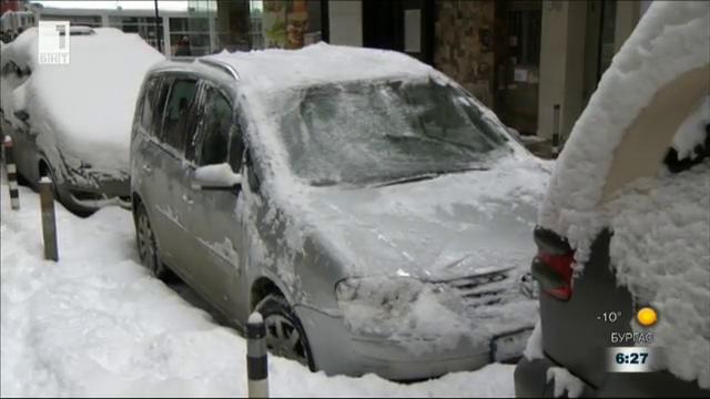 Как да се справим с леда по автомобилните стъкла