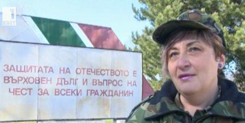 Жена във военна униформа