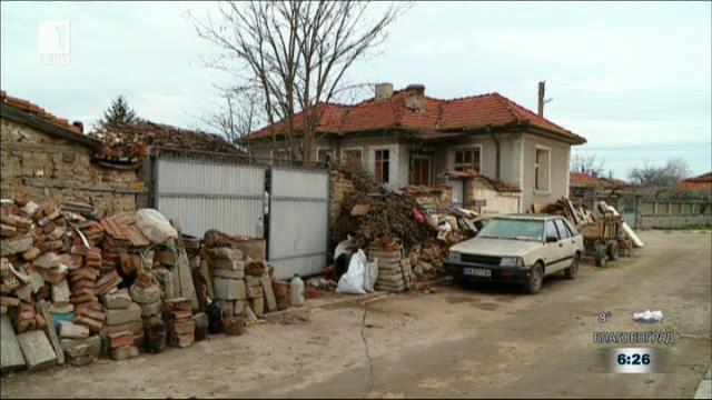 Мъж от Ръжево Конаре тормози съседите си с незаконно сметище пред дома си