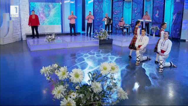 """Оркестър """"Тракийско настроение"""" и младите танцьори от формация """"Димитров"""""""