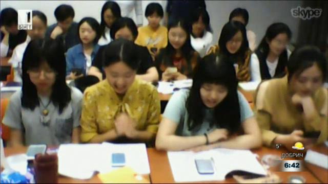 Българка преподава на китайци български език