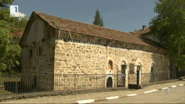 Храмът в Драговищица се руши под равнодушния поглед на Църквата