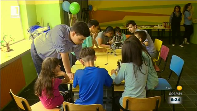 Ученици от Русе конструираха роботи за деца със СОП