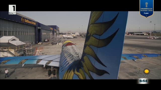Графити-художници преобразиха пътнически самолет
