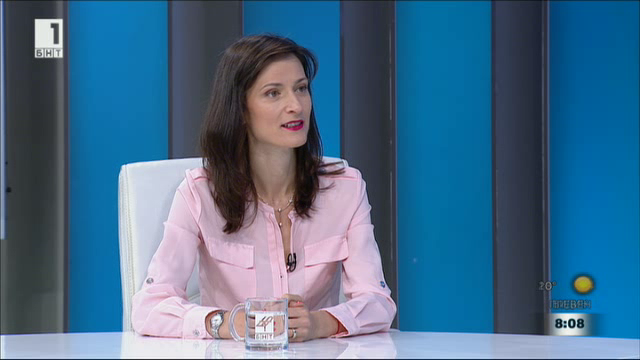 Една година еврокомисар: каузите на Мария Габриел