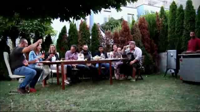 На гости при новодомци с пушени ребра и картофена салата
