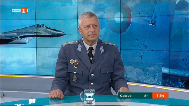 В Деня на българската авиация - командирът на ВВС ген.-майор Стойков