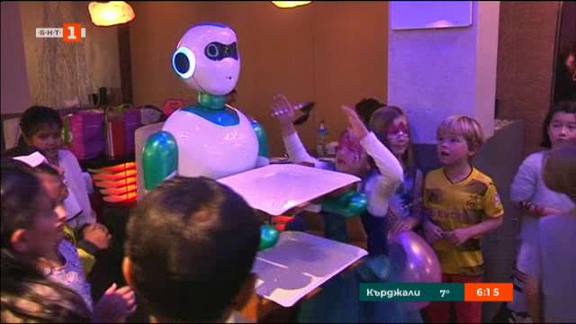Роботи-сервитьори в Непал