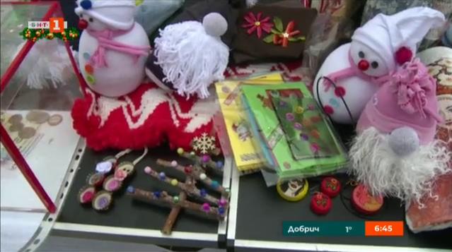 Коледен базар на БЧК в Русе набира средства за деца, пострадали при катастрофи