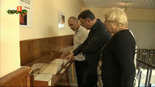 Иванча - селото с паметник на 10-те Божии заповеди и сбирка от Библии