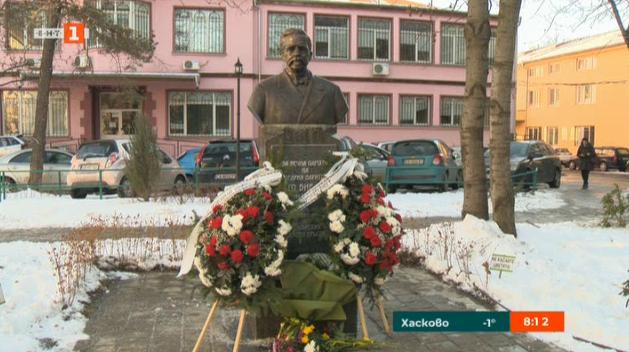 Паметник на Отто Биелигк в двора на Пирогов