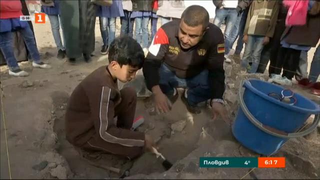 Деца-бежанци правят първи стъпки в археологията