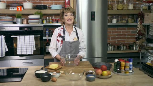 Супа от грах с хрупкав лук и кървавица и класически ябълков пай