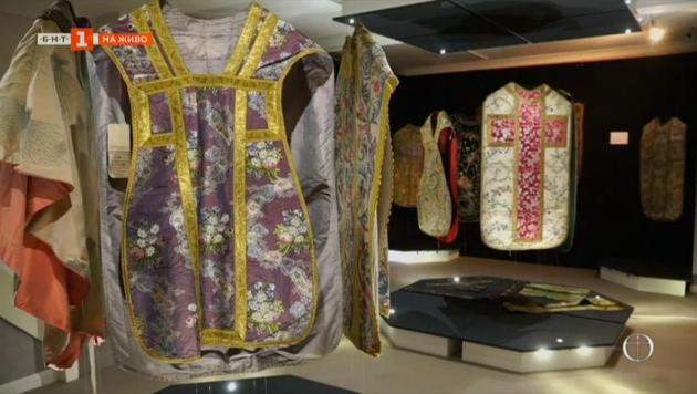 Какво разказва символиката на старите католически богослужебни одежди?