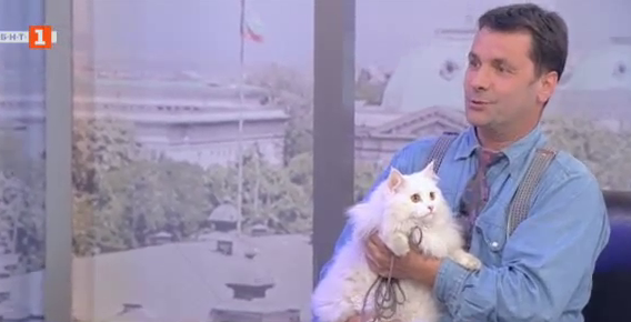 Котката пътешественик Хайди Любопиткова и нейният стопанин Данаил Нешев