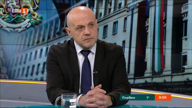 Томислав Дончев: Фалшивите новини понякога излизат от самите партийни централи