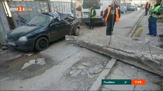 Бетонен къс смаза кола в София. Кой носи отговорност?