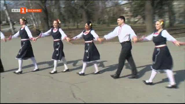 Третомартенско хоро в центъра на София