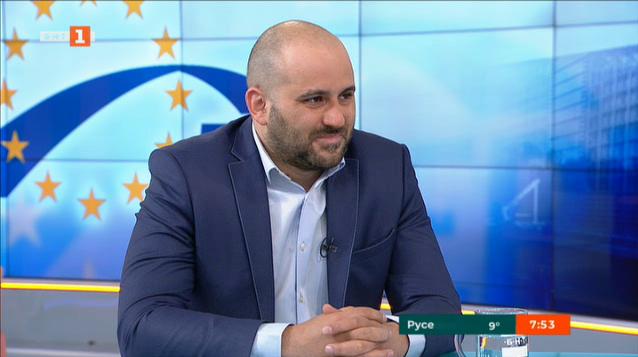Мартин Табаков: Нито ЕНП, нито Орбан печелят от замразеното членство на ФИДЕС