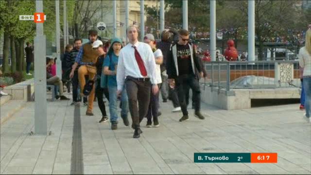 Смешно шествие като Монти Пайтън в Будапеща