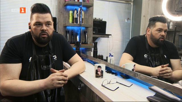 Стенли, подарил перуки на болни от рак жени, подкрепя момче, страдащо от ЦРП
