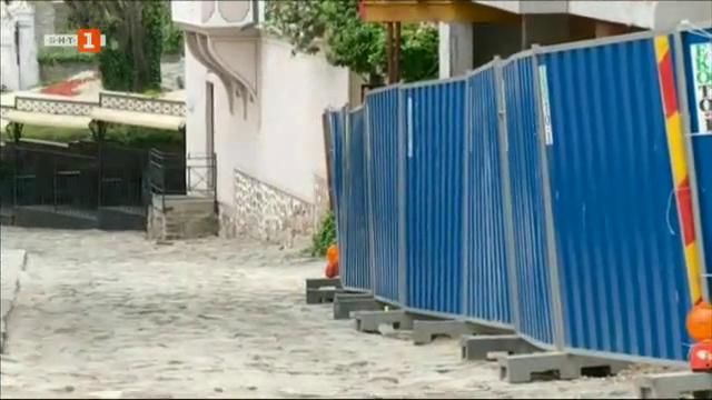 Строеж завзема тротоар в Стария Пловдив