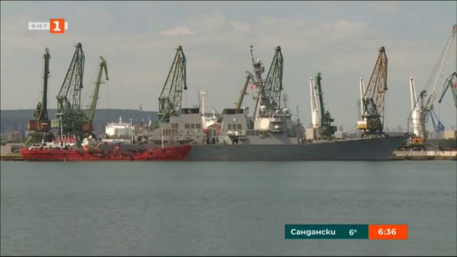 Миненосец от ВМС на САЩ акостира във Варна