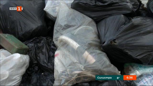 Жители на Сопот на протест заради боклуци