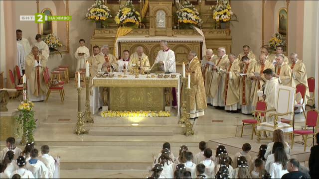 Света литургия и даване на първо причастие от папа Франциск - пълен запис
