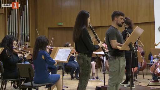 Концерт на Академичния симфоничен оркестър и възпитаници от НМА