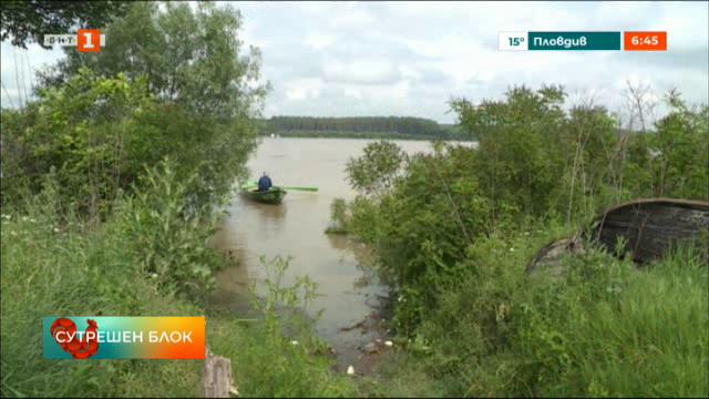 Високите води на р. Дунав и зачестилите бури създават проблеми на рибарите