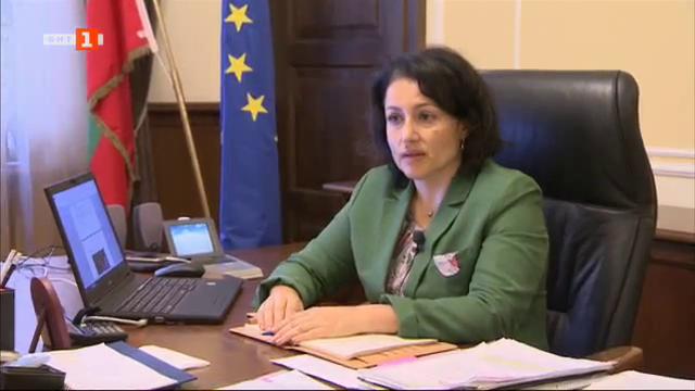 Земеделският министър Десислава Танева за африканската чума по свинете