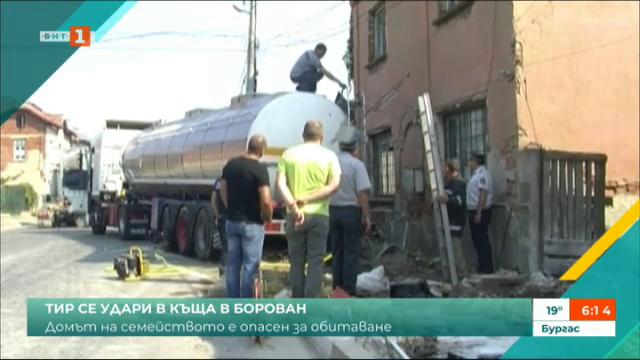 ТИР се блъсна в къща в Борован, домът на семейството е опасен за обитаване