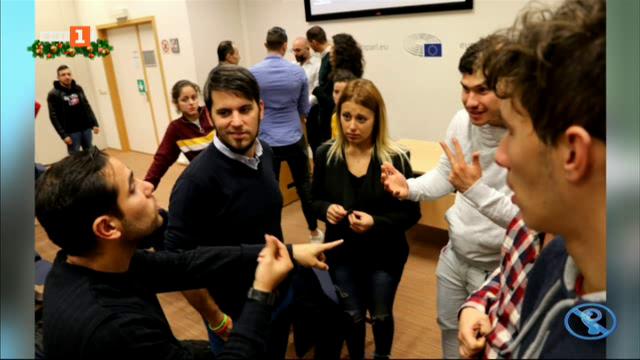 Младежи с увреден слух на посещение в Европейския парламент